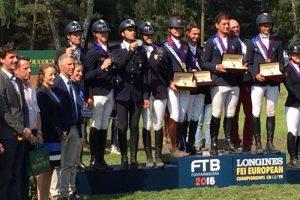 Completo: azzurri Young Riders medaglia d'argento continentale